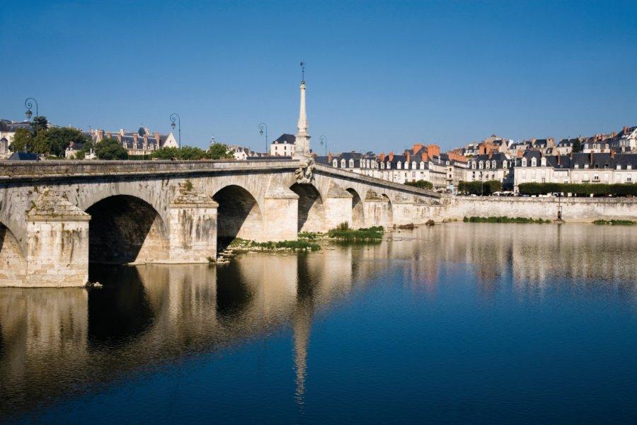 Le pont Jacques-Gabriel de Blois construit au XVIII<sup>e</sup> siècle. (© Schmidt-z - iStockphoto.com))
