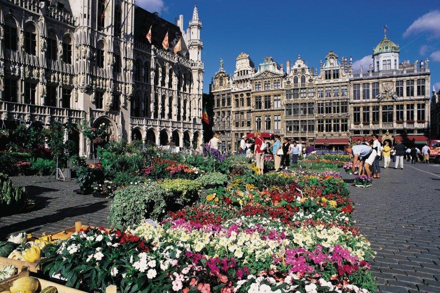 Le marché aux fleurs sur la Grand-Place. (© Henri Conodul - Iconotec))