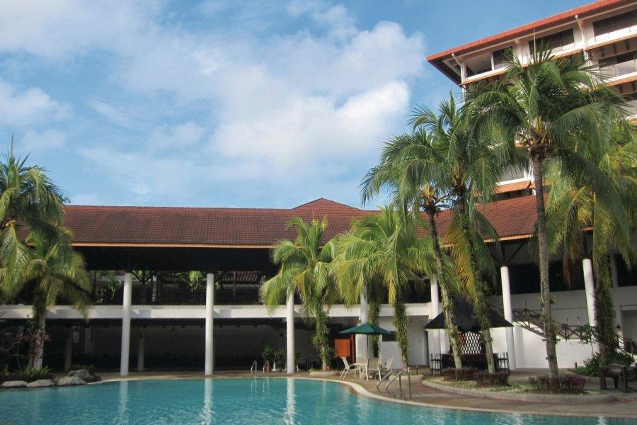 Piscine du Sabah Hotel Sandakan (© Stéphan SZEREMETA))