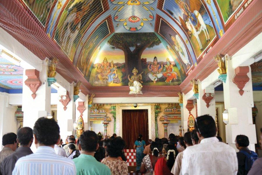 Cérémonie au temple Sri Mariamman dans le quartier de Chinatown (© Stéphan SZEREMETA))