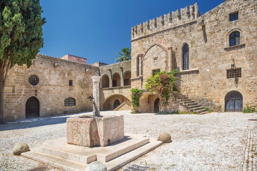 Balade dans la cité médiévale de Rhodes Chora. (© tunart))