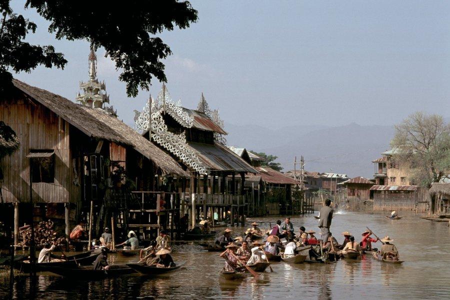 Marché flottant du village d'Ywama. (© Author's Image))