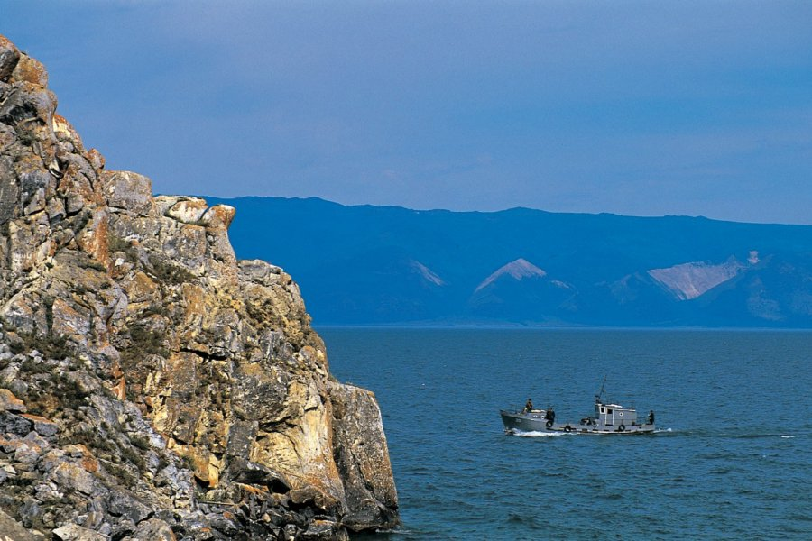 Falaise sur l'île d'Olkhon (© Stéphan SZEREMETA))
