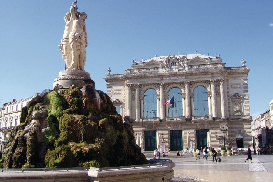 La fontaine des Trois Grâces et l'opéra Comédie sur la place de la Comédie (© Stéphan SZEREMETA))