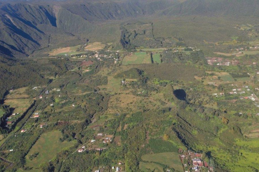 Survol de La Plaine-des-Palmistes. (© Author's Image))