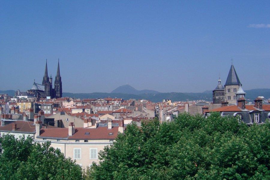 Vue panoramique de Clermont-Ferrand (© VOYAGEURS AU GRAND COEUR - FOTOLIA))