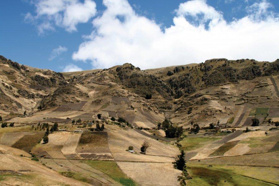 La route de Zumbahua serpente à travers le paramó andin. (© Stéphan SZEREMETA))