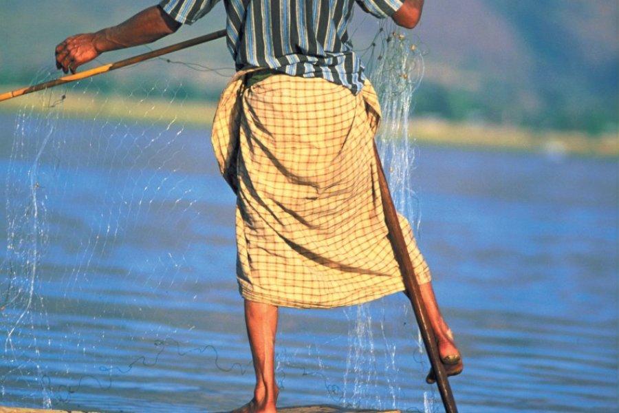 Pêcheur sur le lac Inle. (© Alamer - Iconotec))
