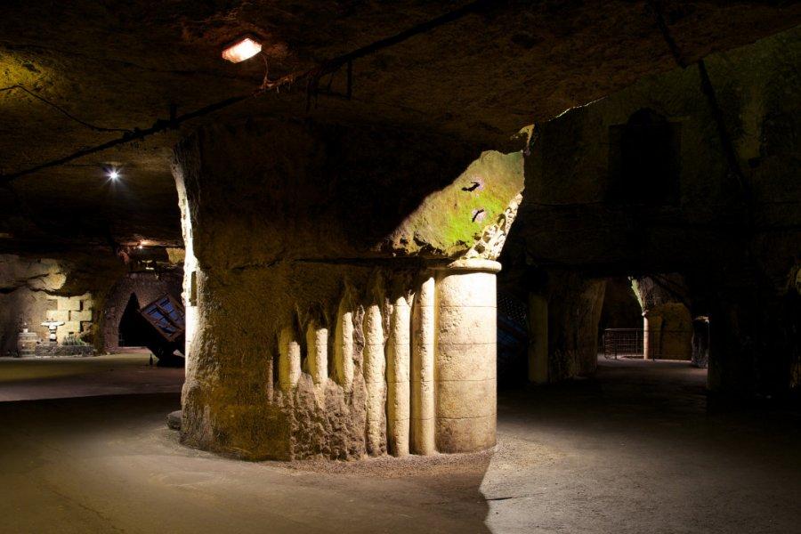 Au coeur des caves dans la cathédrale engloutie, un ensemble de 35 sculptures monumentales. (© BOUVET-LADUBAY))