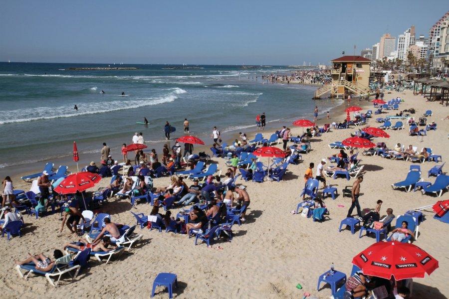 Les plages le long de la promenade Shlomo Lahat. (© Stéphan SZEREMETA))