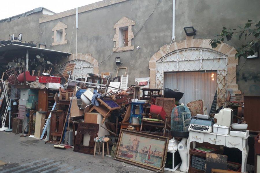 Stand du marché aux puces de Jaffa. (© Alexandra VARDI))