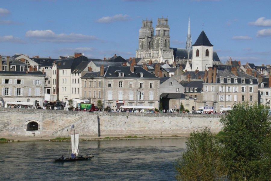 Orléans, au bord de la Loire (© GERARD DUSSOUBS - Fotolia))