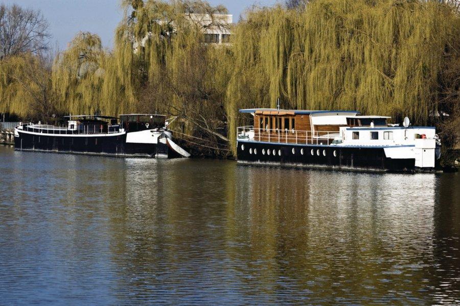Peniches sur la Seine, à Chatou (© JEAN-MICHEL LECLERCQ - FOTOLIA))