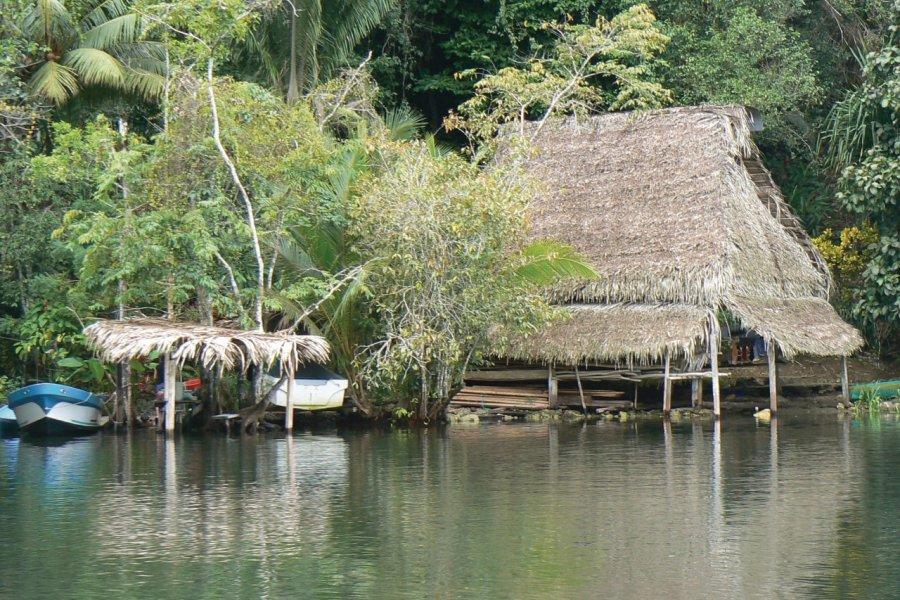 Habitations du Rio Dulce. (© Flipper75 - Fotolia))