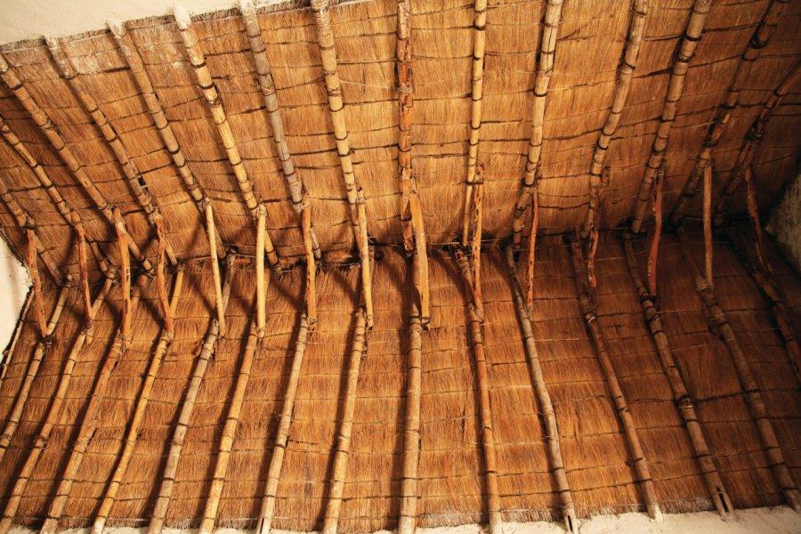 Intérieur de l'église d'Huchusuma, toit en maguey (cactus). (© Arnaud BONNEFOY))