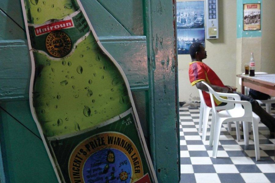 Bar typique de Bequia. (© Jean Charles Dusanter))
