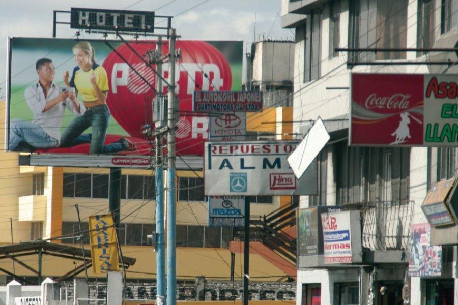 La panaméricaine entre en ville à Latacunga (© Stéphan SZEREMETA))