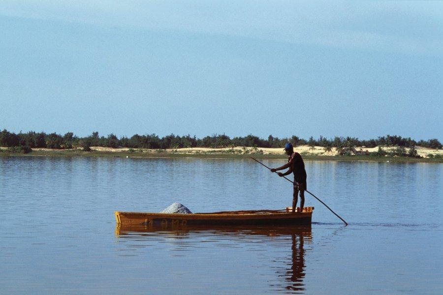 Récolte du sel au lac Rose. (© Author's Image))