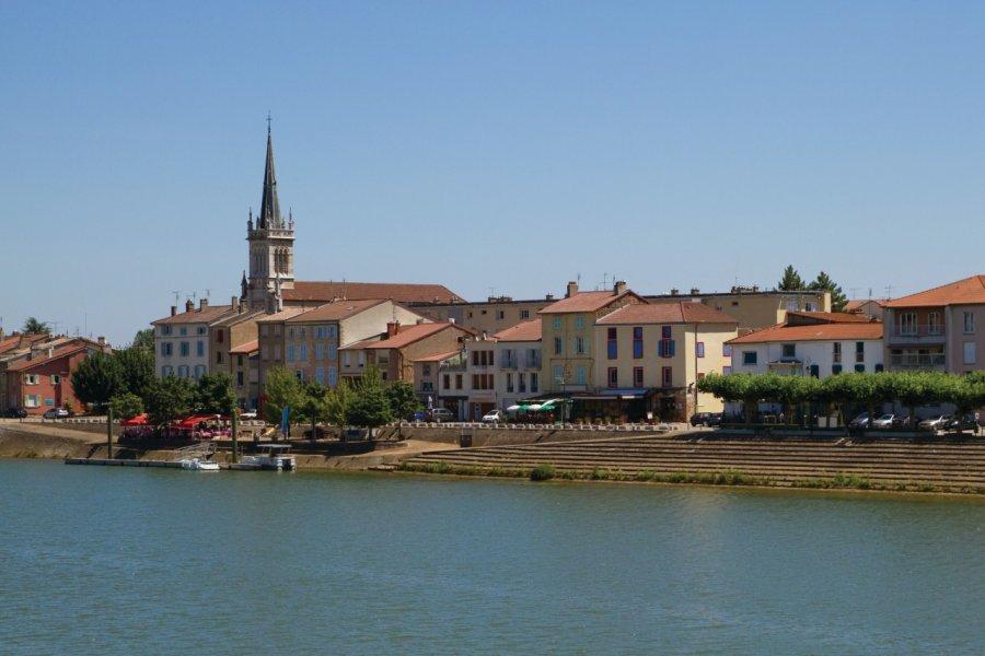 ville de Mâcon bordée par la Sâone (© iurii))