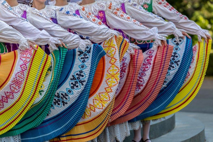 Danseuses en costumes traditionels. (© Florin))