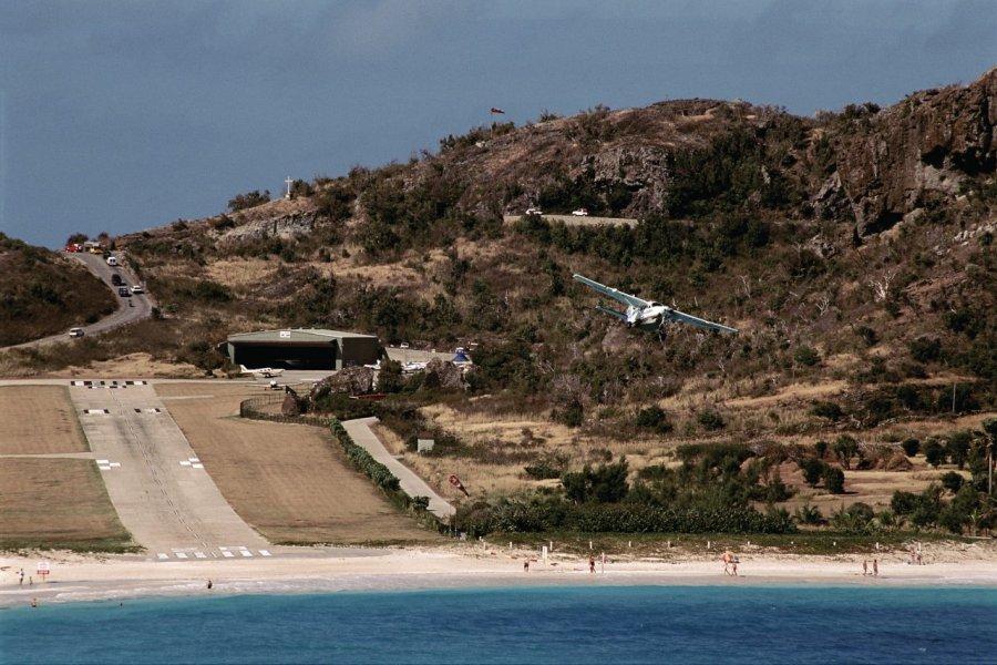 Le petit aéroport de la baie de Saint-Jean. (© Author's Image))