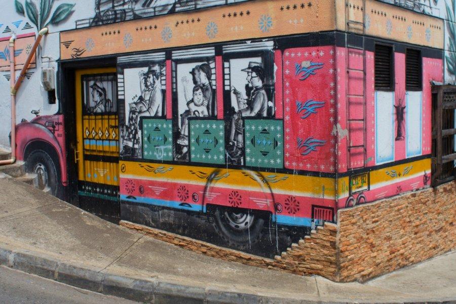 La chiva colombiana sur les murs de Medellin. (© Emmanuel Lhullier))