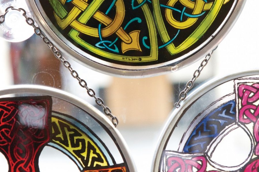 Le verre soufflé, un joli souvenir celtique. (© Lawrence BANAHAN - Author's Image))