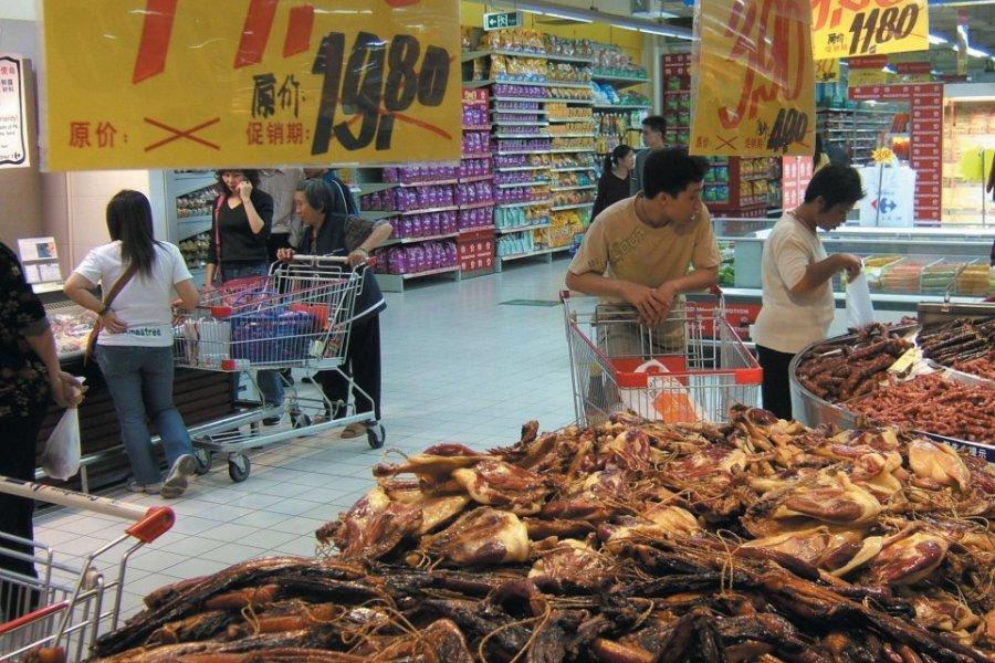 Étal de viande séchée dans un magasin Carrefour, très populaire en Chine. (© Stéphan SZEREMETA))