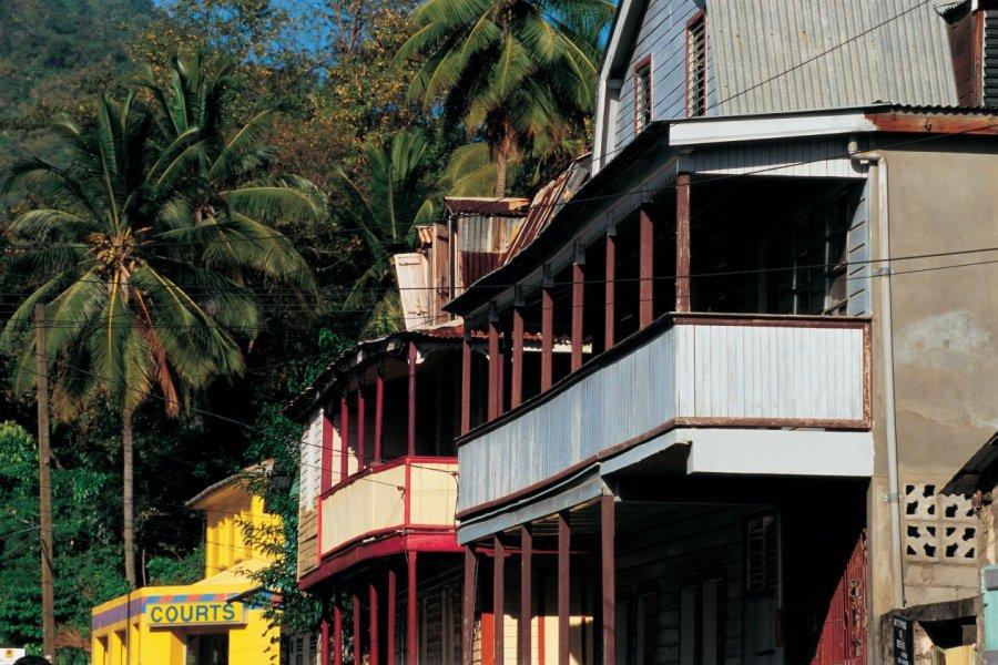 Bâtiments coloniaux à Soufrière. (© Tom Pepeira  - Iconotec))