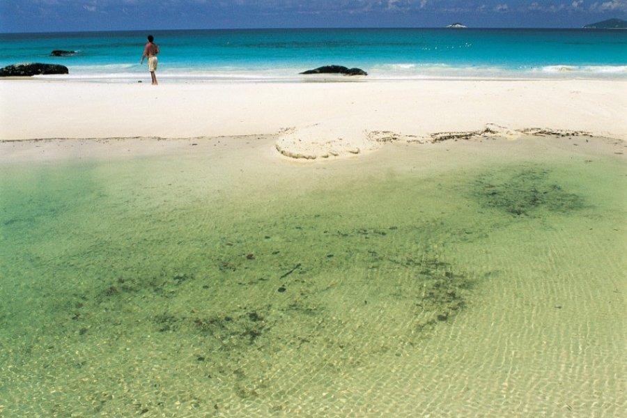 Lagon de l'île de Praslin. (© Atamu RAHI - Iconotec))