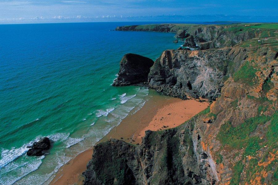 Bedruthan Steps, un magnifique spectacle naturel de la côte des Cornouailles. (© Alamer - Iconotec))