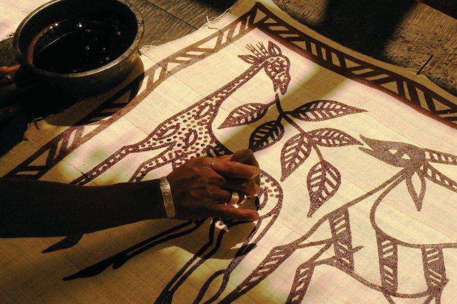 Korhogo, peintures des tentures sénoufo. (© Elodie VERMEIL))