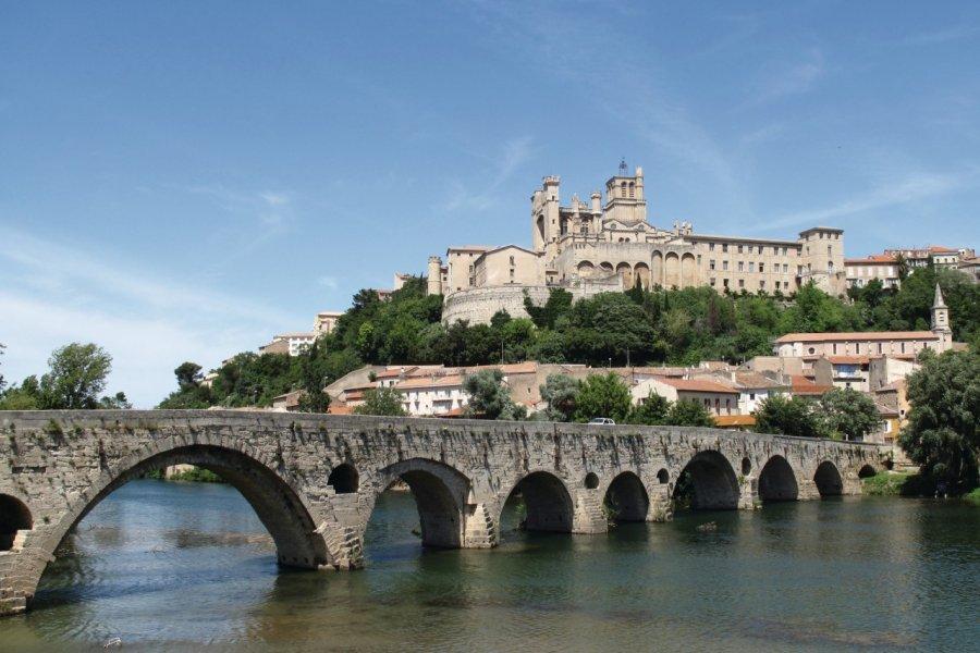 L'Orb, le pont vieux et la cathédrale Saint-Nazaire à Béziers (© Julien Leblay - Fotolia))
