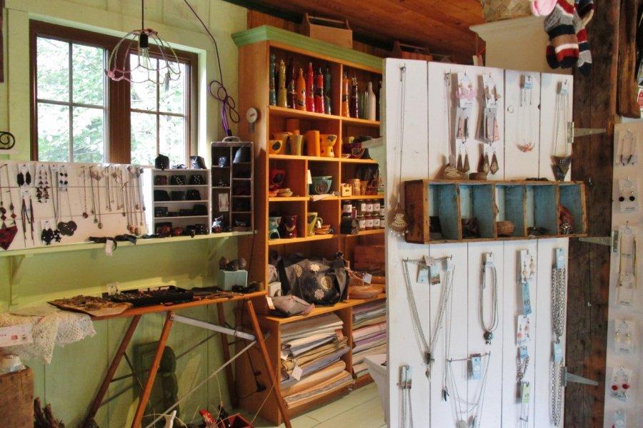 Charmante boutique d'artisans à l'Isle-aux-Coudres. (© Valérie FORTIER))
