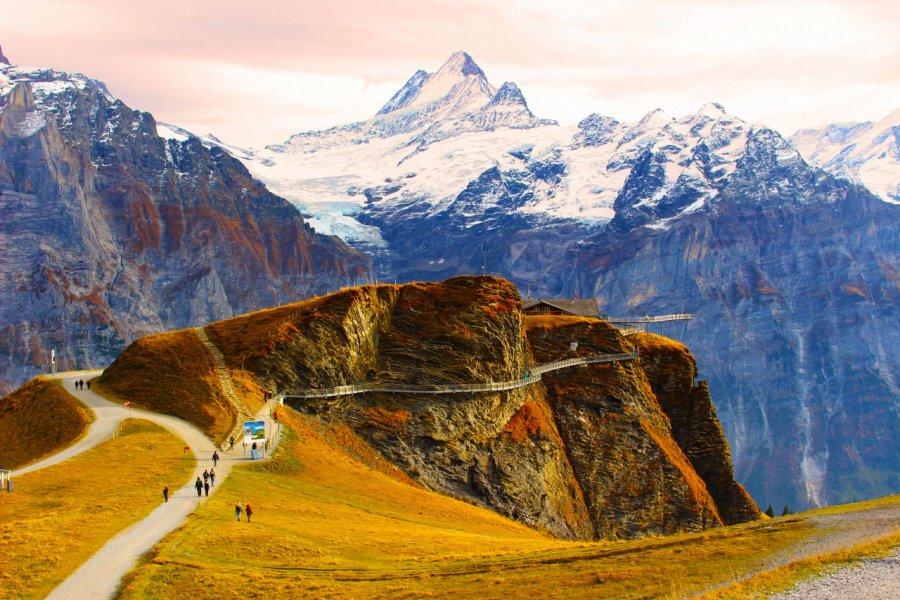 Promenade sur le sommet First. (© Boris-B - Shutterstock.com))