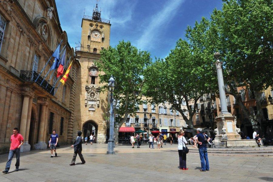 Place Hôtel de Ville: sa tour et son beffroi (© Carine KREB))