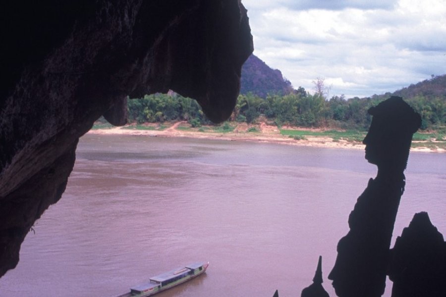 Vue depuis la grotte de Pak Ou. (© Eric Martin - Iconotec))