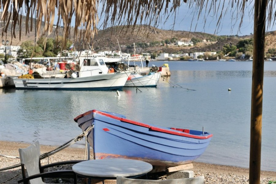 Plage de Patmos, village de Skala. (© GaryRBenson - iStockphoto.com))