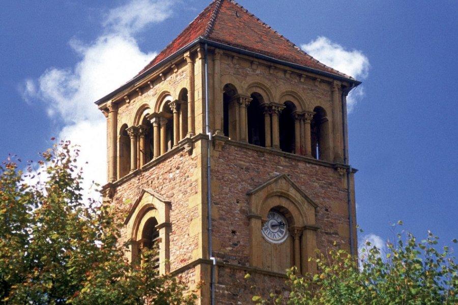 Clocher de l'église romane Saint-Martin-de-Salles (© PHOVOIR))