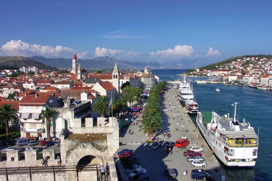 Port de Trogir et vue sur la Riva. (© Miroslav Beneda))