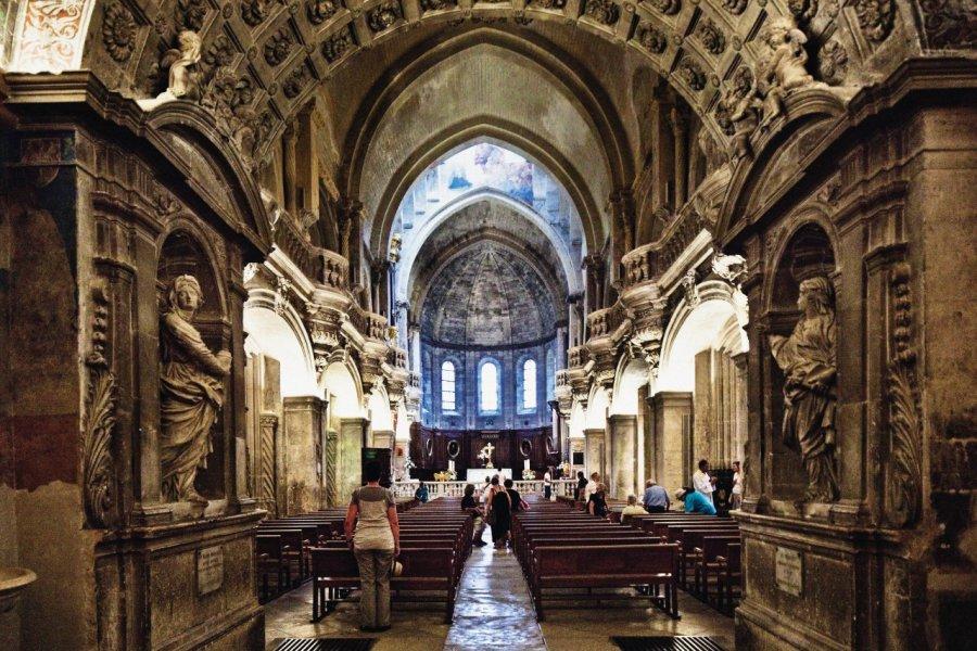 Intérieur de la Cathedrale Notre Dame des Doms. (© Luigi Vaccarella))