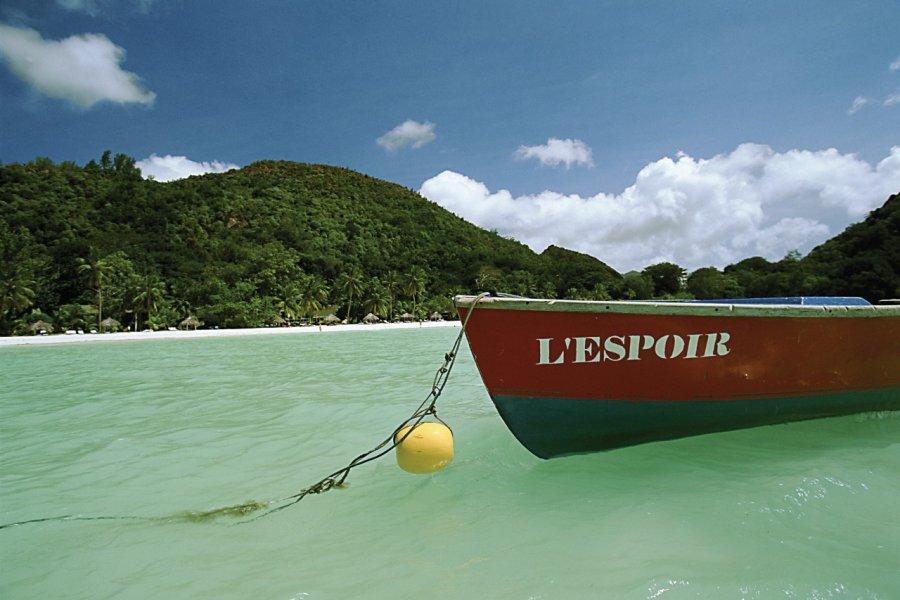 Embarcation au large de Praslin. (© Author's Image))