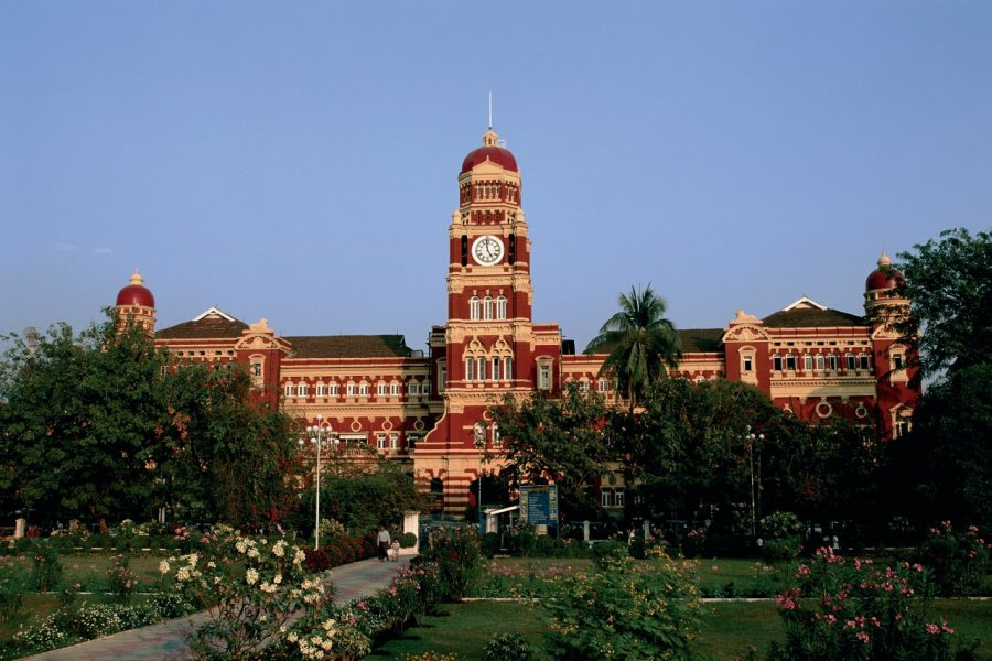 Court Suprême et les jardins Mahabandoola. (© Author's Image))