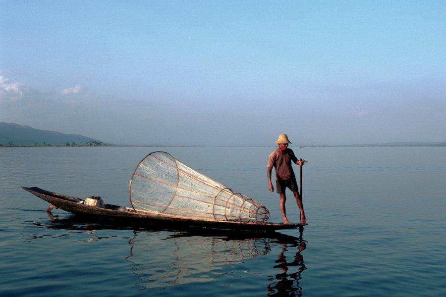 Pêcheur Intha sur le lac Inle. (© Author's Image))