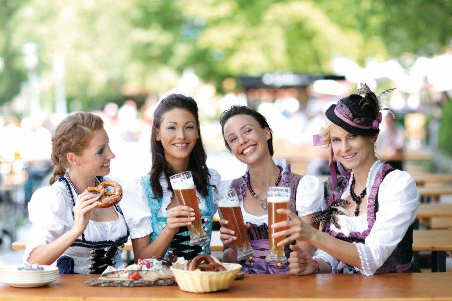 Les Bavaroises se mettent sur leur 31 pour célébrer l'Oktoberfest. (© Peter Atkins - Fotolia))