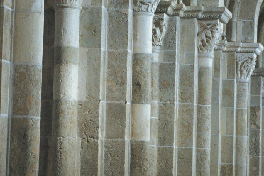 Arcades de la nef de la Basilique Sainte-Marie-Madeleine de Vézelay (© TOM PEPEIRA - ICONOTEC))
