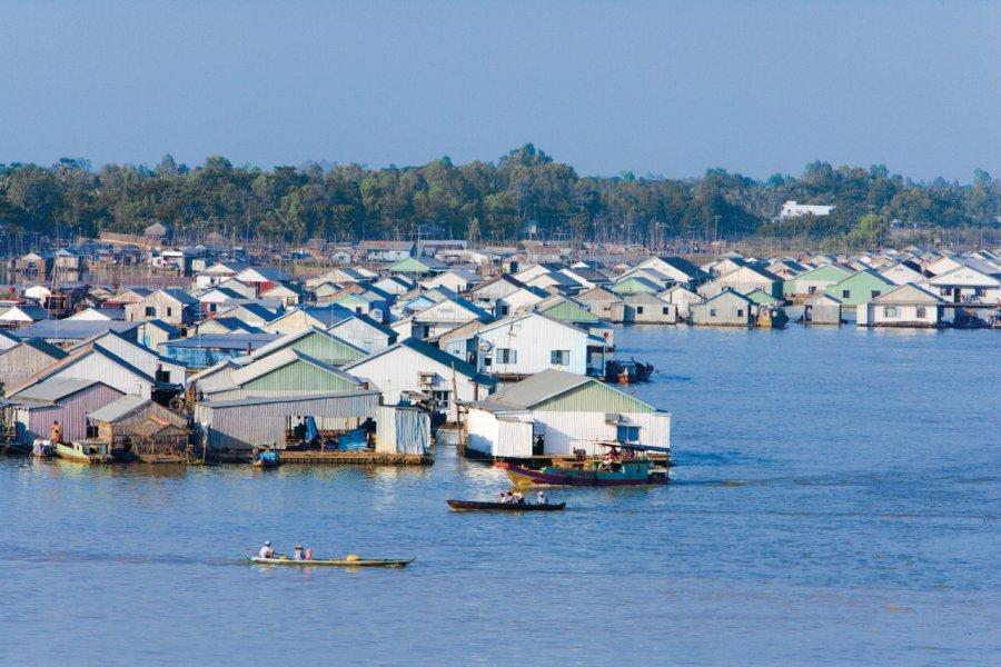 Maisons flottantes, élevage de poissons. (© Author's Image))