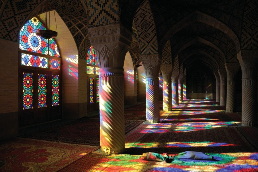 Intérieur de la Mosquée Nasir-ol-Molk, Chiraz. (© Tunart - iStockphoto))