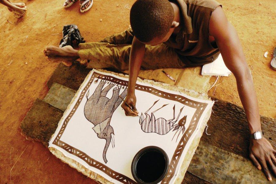 Peinture des tentures sénoufo. (© Elodie VERMEIL))
