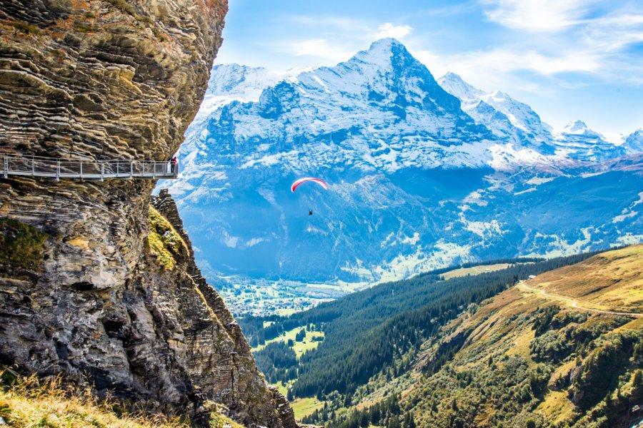 Parapente vers Grindelwald. (© Boris-B - Shutterstock.com))